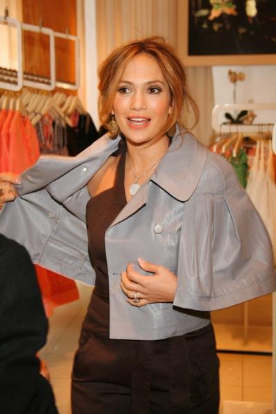 Jennifer Lopez посетила в бутик JLo в «Крокус Сити Молл» (13314.01.jpg)