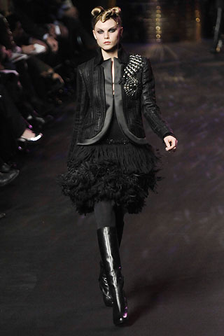 Christian Lacroix AW-2008/2009 (осень-зима 2008/2009) ready-to-wear (14576.Christian.Lacroix.aw.2008.09.women.05.jpg)