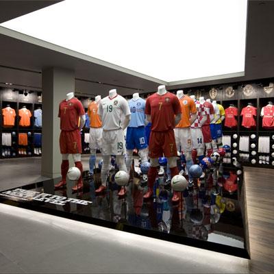 Автор  admin Nike откроет собственные магазины в Москве и Петербурге (15409. nike.s.jpg c65815112bb