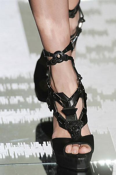 Коллекция одежды и обуви Gucci лето 2010 (17947.Gucci_.11.jpg)