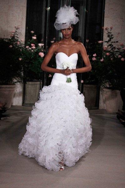 Свадебные платья весна-лето 2010 от Oscar de la Renta (17970.Renta_.b.jpg)