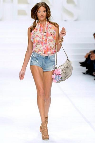 Тенденции моды - весна 2011. Публикуем только актуальную информацию о тенденциях моды, новинках стиля