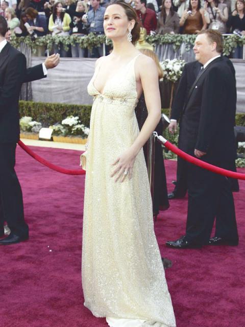 Журнал «Шитье и крой» (ШиК) № 12/2006. Модель 2. Платье. Дженнифер Гарнер. Фото
