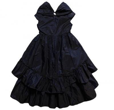 Figura.  01.c.  Vestidos de modelo para las niñas