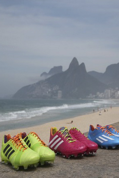 Бразильская коллекция Samba Adidas (44458.Brazil.Collection.Samba_.Adidas.2014.11.jpg)