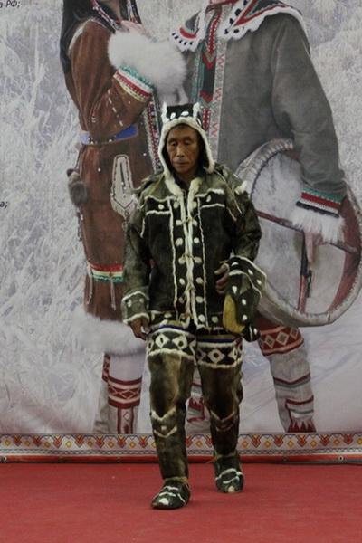 В Москве прошел фестиваль «Полярный стиль-2014» (47935.Ethnic.Fashion.Festival.Polyarniy.Stil_.2014.Moscow.01.jpg)