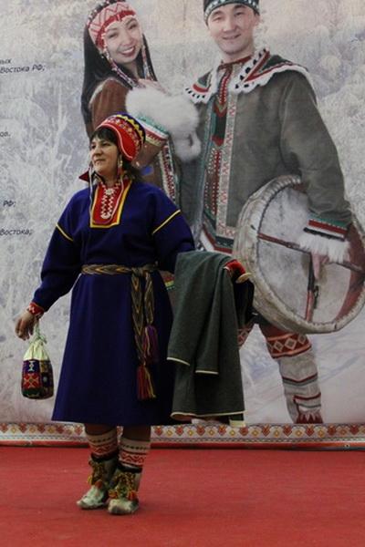 В Москве прошел фестиваль «Полярный стиль-2014» (47935.Ethnic.Fashion.Festival.Polyarniy.Stil_.2014.Moscow.04.jpg)