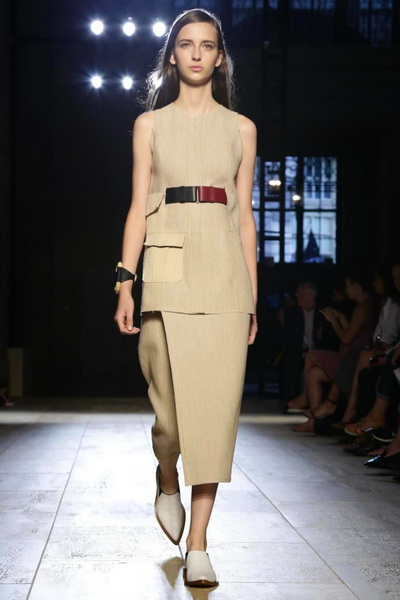 Victoria Beckham SS 2015 (весна-лето) (51189.New_.York_.Show_.Womans.Collection.Victoria.Beckham.SS_.2015.01.jpg)