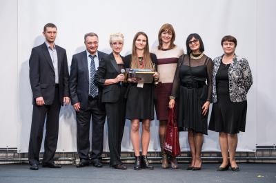 Татьяна Ковалева и Вера Тугова с лауреатом конкурса и другими представителями совета партнеров конкурса