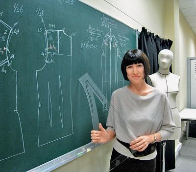 Ирина Сычева ведет занятия по конструированию