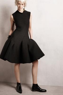 Илл. 01 Маленькое черное платье из коллекции Lanvin Pre Fall 2014