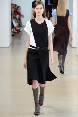 Илл. 01 Платье из коллекции Jil Sander