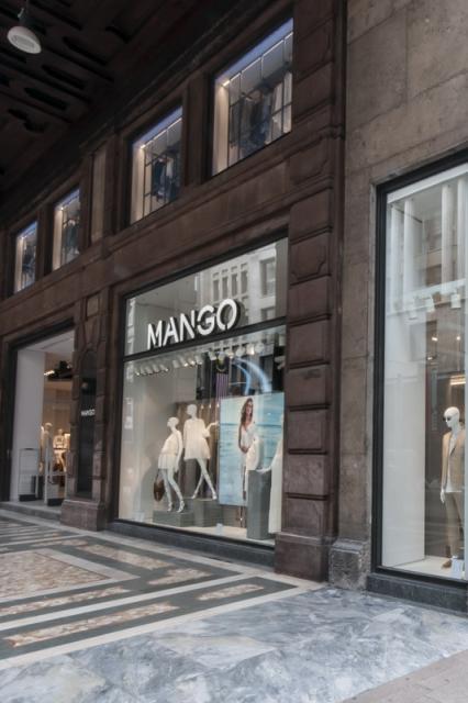 Открылся самый большой в Европе магазин Mango (57835.Mango_.Opened.The_.Biggest.Shop_.In_.Europe.Milan_.02.jpg)