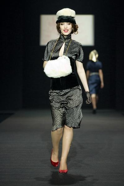 На будущий сезон осень-зима 2007/08 дуэт Marmalade предлагает платья, меха, вязаные береты и чулки (588.00.jpg)