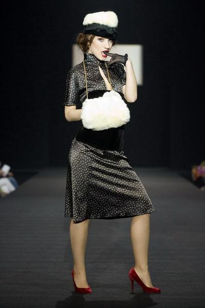 На будущий сезон осень-зима 2007/08 дуэт Marmalade предлагает платья, меха, вязаные береты и чулки (588.01.jpg)