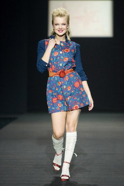 На будущий сезон осень-зима 2007/08 дуэт Marmalade предлагает платья, меха, вязаные береты и чулки (588.02.jpg)
