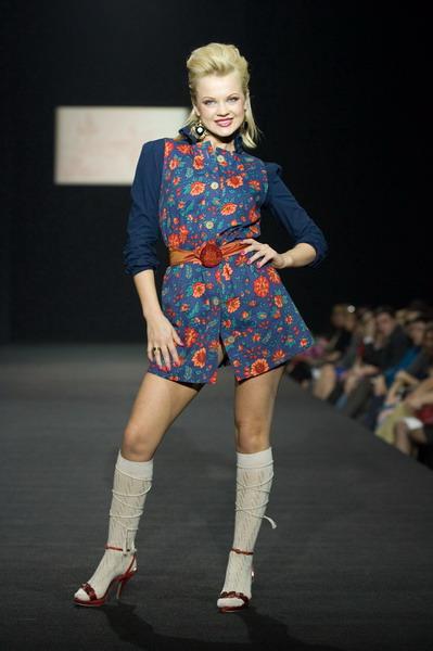 На будущий сезон осень-зима 2007/08 дуэт Marmalade предлагает платья, меха, вязаные береты и чулки (588.03.jpg)