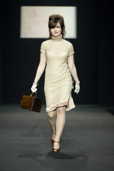 На будущий сезон осень-зима 2007/08 дуэт Marmalade предлагает платья, меха, вязаные береты и чулки (588.06.jpg)