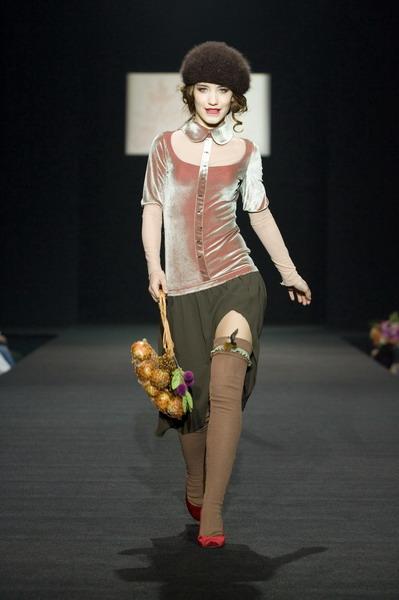 На будущий сезон осень-зима 2007/08 дуэт Marmalade предлагает платья, меха, вязаные береты и чулки (588.07.jpg)