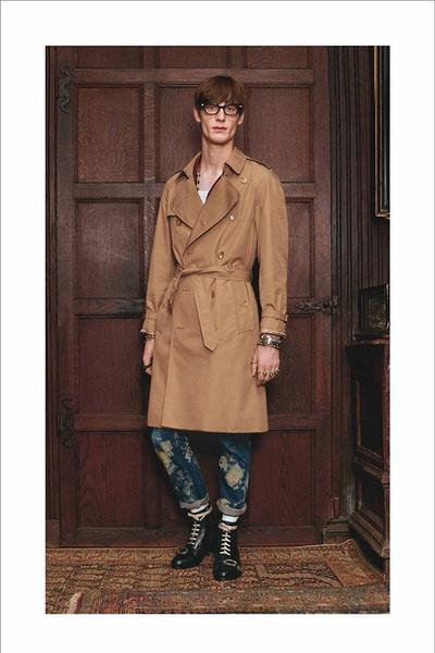 Gucci презентовал первую круизную коллекцию для мужчин (66016.Brand_.Gucci_.Prezentioval.Pervuyyu.Kryiznuyu.Kollekciyu.b.jpg)