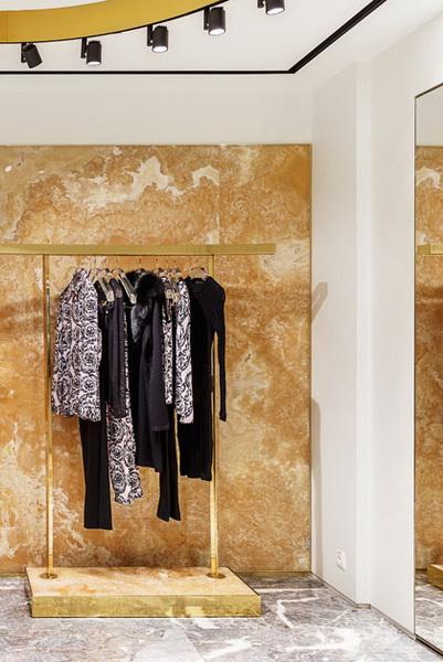В ГУМе открылся новый бутик Versace (71745–V–GUMe–Otkrilsya–Noviy–Butik–Versace–03.jpg)