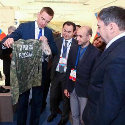 В Москве открылся Всероссийский форум легкой промышленности (71844-lpforum-s.jpg)