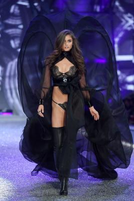Victorias Secret Fashion Show 2016 (72084–Victorias–Secret–Fashion–Show–2016–04.jpg)