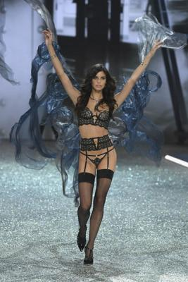 Victorias Secret Fashion Show 2016 (72084–Victorias–Secret–Fashion–Show–2016–05.jpg)