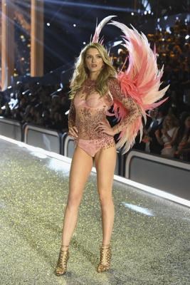 Victorias Secret Fashion Show 2016 (72084–Victorias–Secret–Fashion–Show–2016–20.jpg)