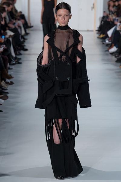 Неделя высокой моды: Maison Margiela Couture весна-лето 2017 (72859-Maison-Margiela-AW-2017-01.jpg)