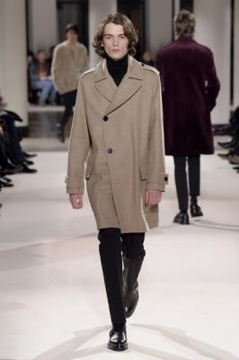 5d1519693fb Неделя мужской моды в Париже  Hermes осень-зима 2017  (73053-Nedelya-Mugskoy-Modi-Hermes-AW-2017-04.jpg)