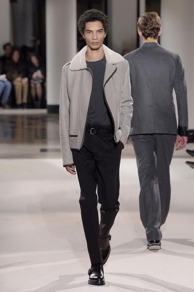 Неделя мужской моды в Париже: Hermes осень-зима 2017 (73053-Nedelya-Mugskoy-Modi-Hermes-AW-2017-15.jpg)