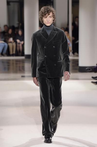 Неделя мужской моды в Париже: Hermes осень-зима 2017 (73053-Nedelya-Mugskoy-Modi-Hermes-AW-2017-20.jpg)