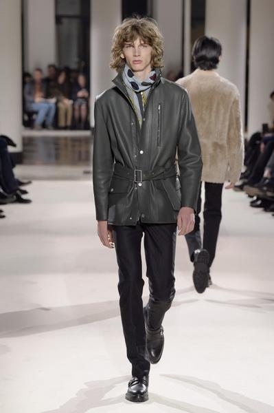 Неделя мужской моды в Париже: Hermes осень-зима 2017 (73053-Nedelya-Mugskoy-Modi-Hermes-AW-2017-24.jpg)