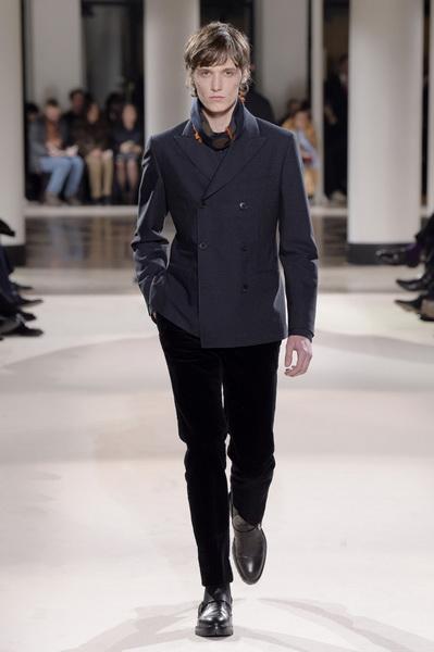 Неделя мужской моды в Париже: Hermes осень-зима 2017 (73053-Nedelya-Mugskoy-Modi-Hermes-AW-2017-32.jpg)