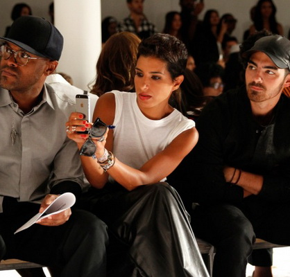 Из Vogue Arabia уходит главный редактор (74269-Iz-Vogue-Arabia-Ukhodit-Glavniy-Redaktor-s.jpg)