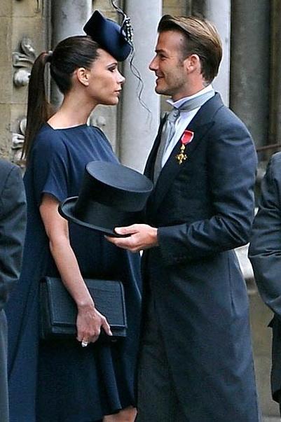 Принц Уильям вручил Виктории Бекхэм орден Британской империи (74478-Vikoriya-Beckhem-Poluchila-Orden-Britanskoy-Imperii-01.jpg)