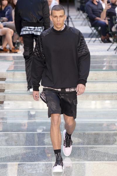 Неделя мужской моды в Милане: Versace весна-лето 2018 (75154-Versace-SS-2018--03.jpg)