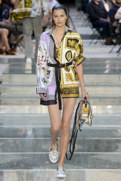 Неделя мужской моды в Милане: Versace весна-лето 2018 (75154-Versace-SS-2018-04.jpg)