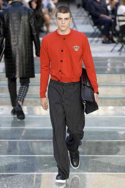 Неделя мужской моды в Милане: Versace весна-лето 2018 (75154-Versace-SS-2018-b.jpg)