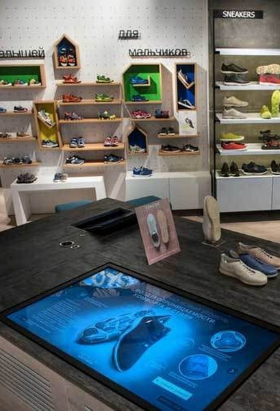 В России открылся первый магазин Geox в X-Store концепции (75257-V-Rossii-Geox-V-X-Store-b.jpg)
