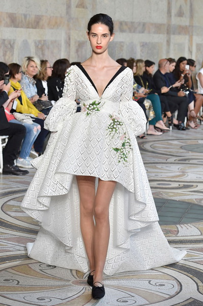 Giambattista Valli Couture осень-зима 2017-2018 (75348-Giambattista-Valli-Couture-AW-2017-2018-05.jpg)