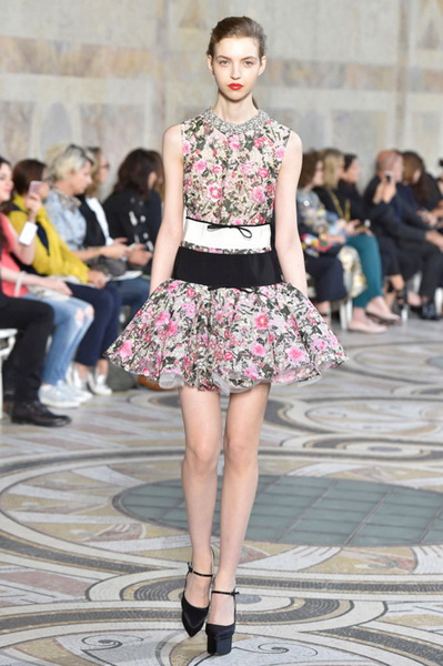 Giambattista Valli Couture осень-зима 2017-2018 (75348-Giambattista-Valli-Couture-AW-2017-2018-09.jpg)