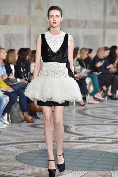 Giambattista Valli Couture осень-зима 2017-2018 (75348-Giambattista-Valli-Couture-AW-2017-2018-14.jpg)