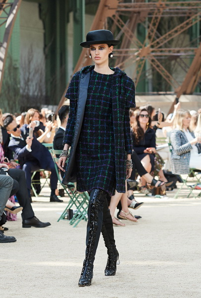 Chanel Haute Couture осень-зима 2017 (75398-Chanel-Haute-Couture-AW-2017-2018-01.jpg)