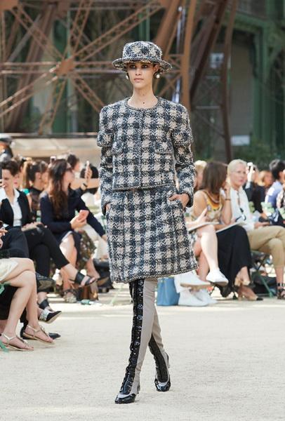 Chanel Haute Couture осень-зима 2017 (75398-Chanel-Haute-Couture-AW-2017-2018-02.jpg)