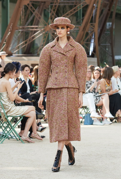 Chanel Haute Couture осень-зима 2017 (75398-Chanel-Haute-Couture-AW-2017-2018-06.jpg)