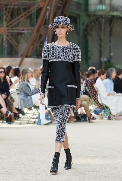 Chanel Haute Couture осень-зима 2017 (75398-Chanel-Haute-Couture-AW-2017-2018-14.jpg)