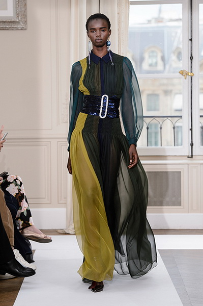 Schiaparelli Haute Couture осень-зима 2017-2018 (75443-Schiaparelli-Haute-Couture-AW-2017-2018-18.jpg)