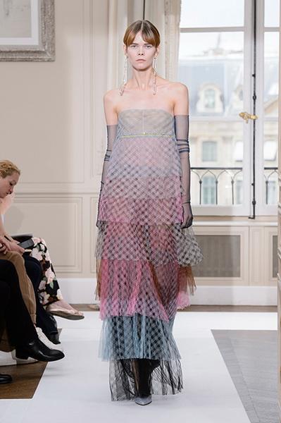 Schiaparelli Haute Couture осень-зима 2017-2018 (75443-Schiaparelli-Haute-Couture-AW-2017-2018-23.jpg)